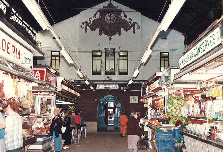 Interior of the Boqueria market. 1980